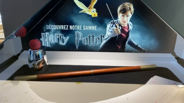 Installation holographique chez Magic Dream pour propulser leur gamme débutant « Les Clefs de la Magie » #hologramme #retail #phenix #magicdream #store #retail #vente #shop #magicshop #magic #hologram @magicdreamparis